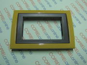Placca 3 moduli color Giallo Ocra